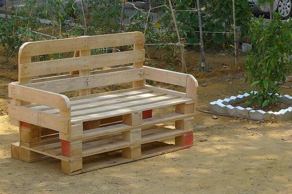 C mo iniciar un negocio de reciclaje de palets for Muebles de jardin con palets reciclados